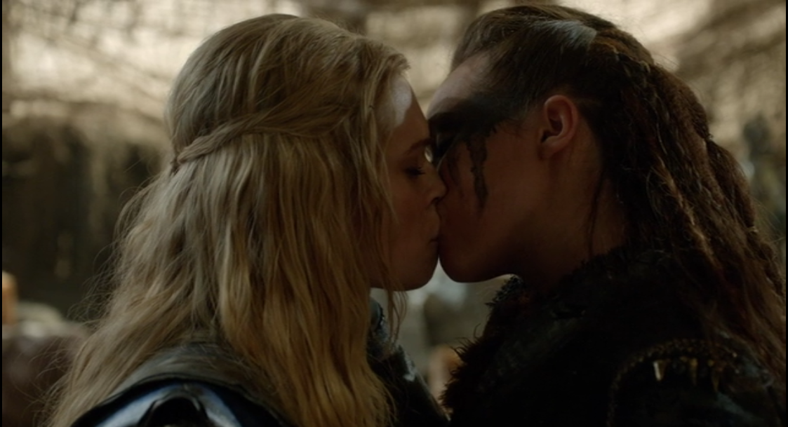 Clarke and Lexa kiss in season 2 of The 100.